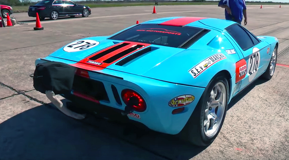 273-mph Ford GT smashes the Texas Mile