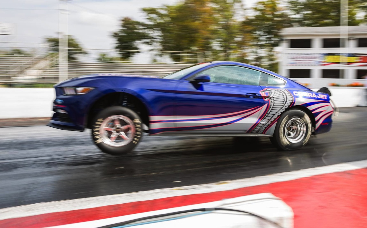 Ford shows 2016 Cobra Jet Mustang, ready to slay competition