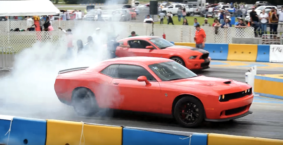 Shelby GT500 races Challenger Hellcat