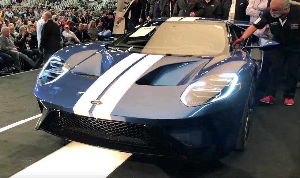 Ford GT and Mustang Bullitt raise $2.85 million for charity at Barrett-Jackson Scottsdale